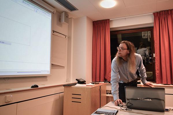 Jonas Svensson förklarar hur Internet fungerar.